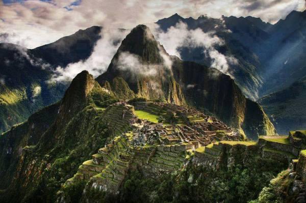 Machu Picchu , Peru3