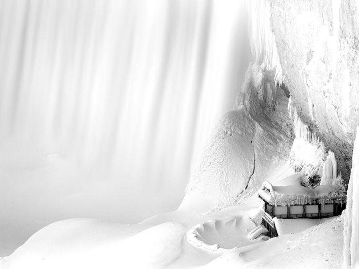 niagara-falls-frozen_90680_990x742