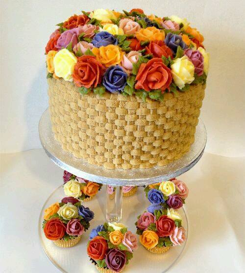 flower cake with minis