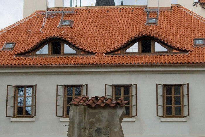 faces suspcious house in prague