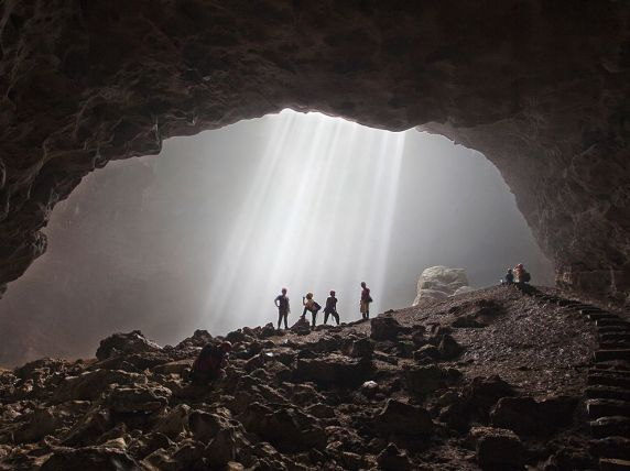 light-of-heaven-jomblang-cave_90433_990x742