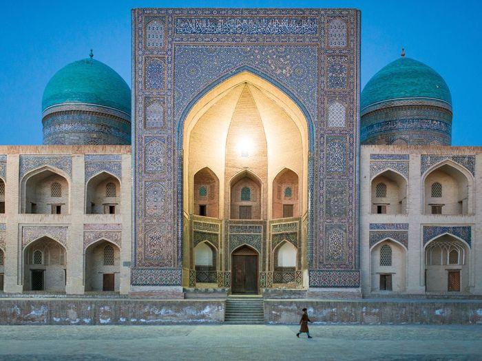 mosque-bukhara-dusk_90687_990x742