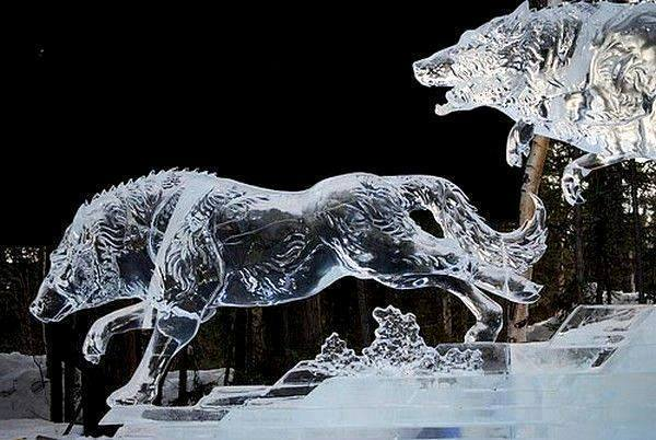 ice sculpture wolf