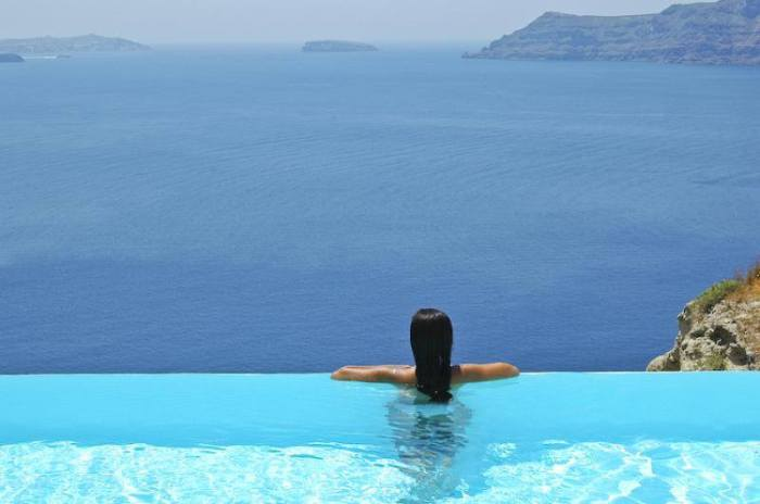 pool hotel katikies in santorini greee
